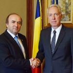 ministrul-justitiei-tudorel-toader-s-a-intalnit-cu-ambasadorul-sua-hans-klemm1501595291.jpg